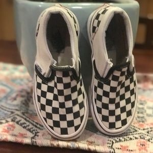 Van checkered black and white shoes
